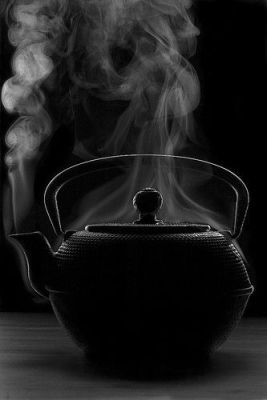 steaming tea pot