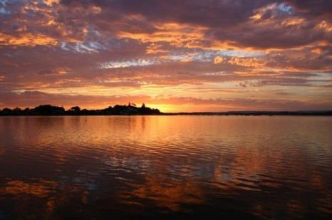 water-beautiful-clouds-sky-macquarie-lake-sunset_121-71208