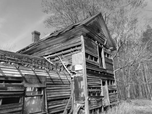 Old Home in Efland, North Carolina, photograph by Gary Brichford (c) 2015
